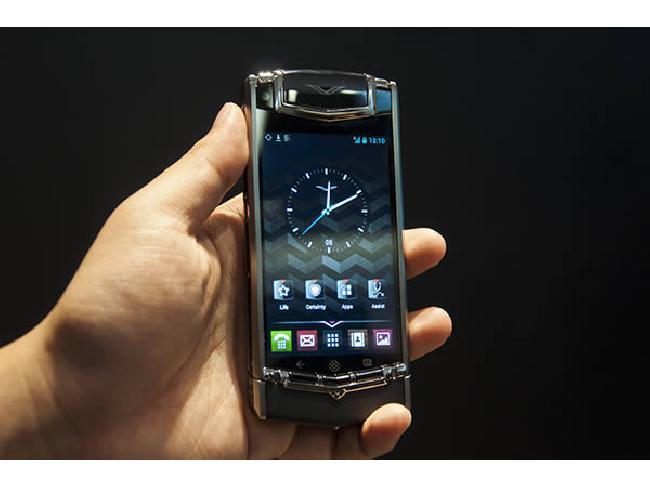 รู้หรือไม่!! สมาร์ทโฟนที่นำเทคโนโลยี Sapphire displays มาใช้ครั้งแรก คือรุ่นอะไร?