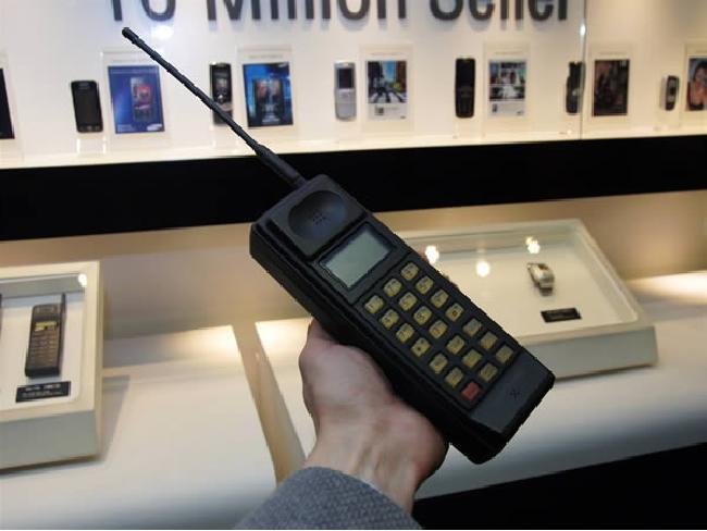 ทำความรู้จัก Samsung SH-100 มือถือรุ่นแรกของ Samsung
