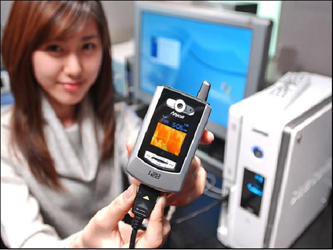 เกร็ดความรู้ : Samsung SPH-V5400 โทรศัพท์มือถือรุ่นแรกของโลก ที่มีหน่วยความจำเป็น Gigabyte