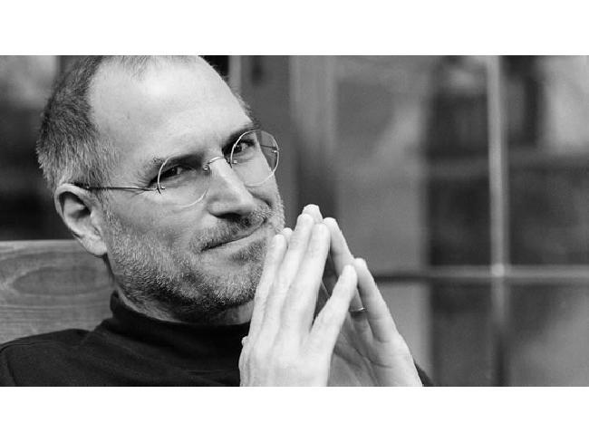 เคยสงสัยกันไหม? เมื่อ Steve Jobs นำเสนอผลิตภัณฑ์บนเวที ทำไมผู้ฟังถึงคล้อยตาม CEO ผู้นี้ทุกครั้ง