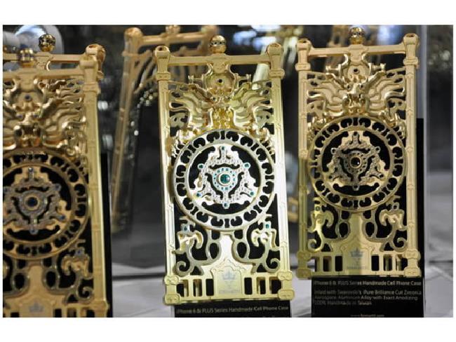 Formartti Gold iPhone Case เคสทองคำลวดลายหรูหรา ราคาเริ่มต้นที่ 7 หมื่นกว่าบาท