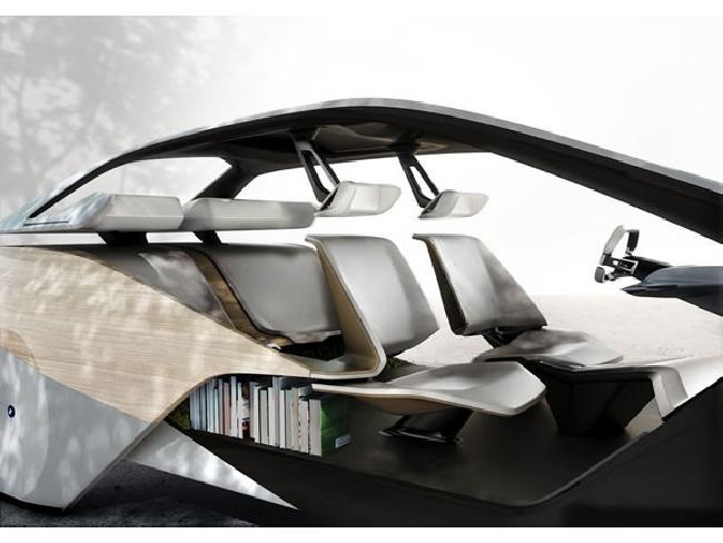 อีก 5 ปีเจอกัน! BMW วางแผนออกแบบห้องโดยสารด้วยประติมากรรม พร้อมแสดงผลหน้าจอแบบ HoloActive