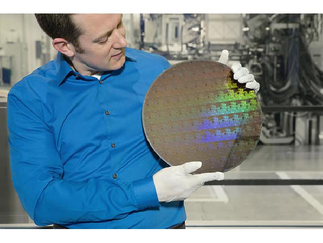 IBM พัฒนาชิปเซ็ตประมวลผลขนาด 5 นาโนเมตรได้สำเร็จครั้งแรกของโลก ประหยัดพลังงานและเร็วขึ้น
