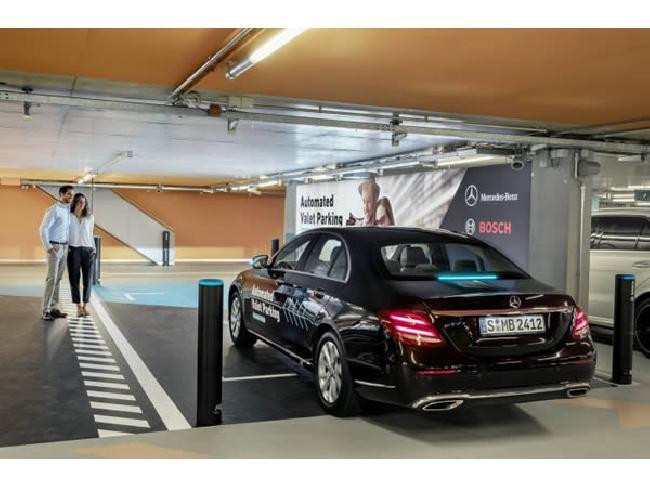 Bosch และ Daimler สาธิตระบบที่จอดรถอัตโนมัติไม่ใช้คนขับก่อนนำร่องให้บริการต้นปีหน้า