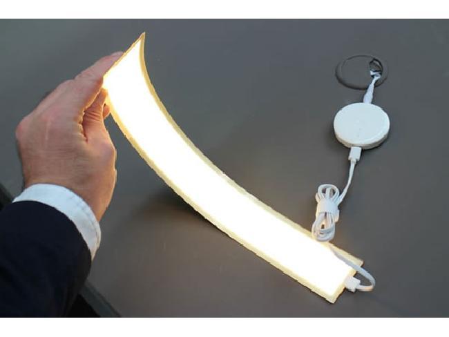 ลํ้าไปอีก! LG คิดค้นโคมไฟ OLED บิดงอได้ตามต้องการ อายุการใช้งาน 13 ปี