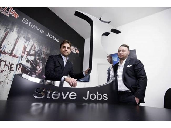 แบรนด์เสื้อผ้าอิตาลีใช้ชื่อ Steve Jobs โดยที่ Apple ทำอะไรไม่ได้