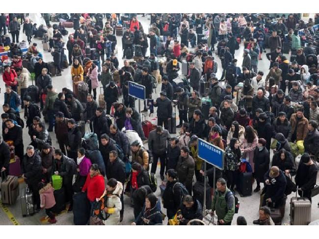 จีนเล็งนำ 'ระบบเครดิตทางสังคม' มาใช้เพื่อห้ามคนที่มีพฤติกรรมไม่เหมาะสมขึ้นรถไฟและเครื่องบินโดยสาร