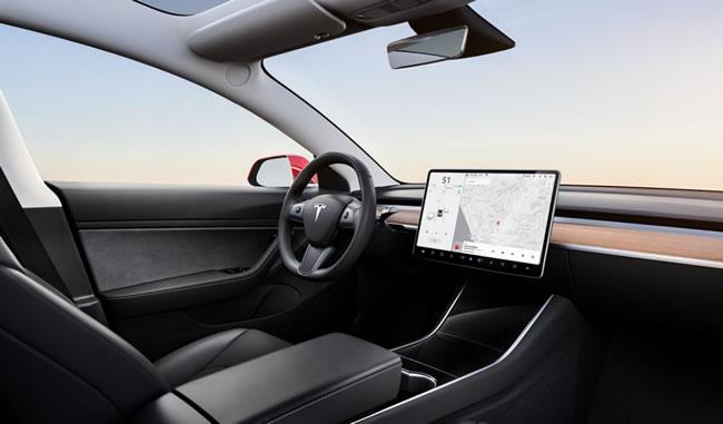 อีลอน มัสก์ เตรียมอัปเดตหน้าจอในรถยนต์ Tesla ดูคอนเทนต์ Netflix และ YouTube ได้