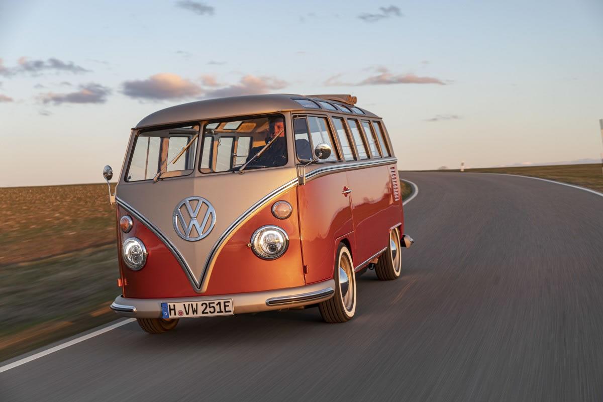 ปัดฝุ่น! volkswagen เปิดตัวโฟล์คแวน T1 samba ขับเคลื่อนด้วยไฟฟ้า